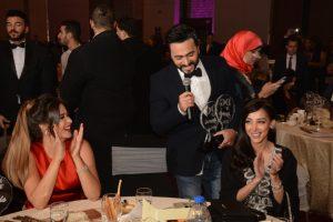 تامر حسني يغني لزوجته